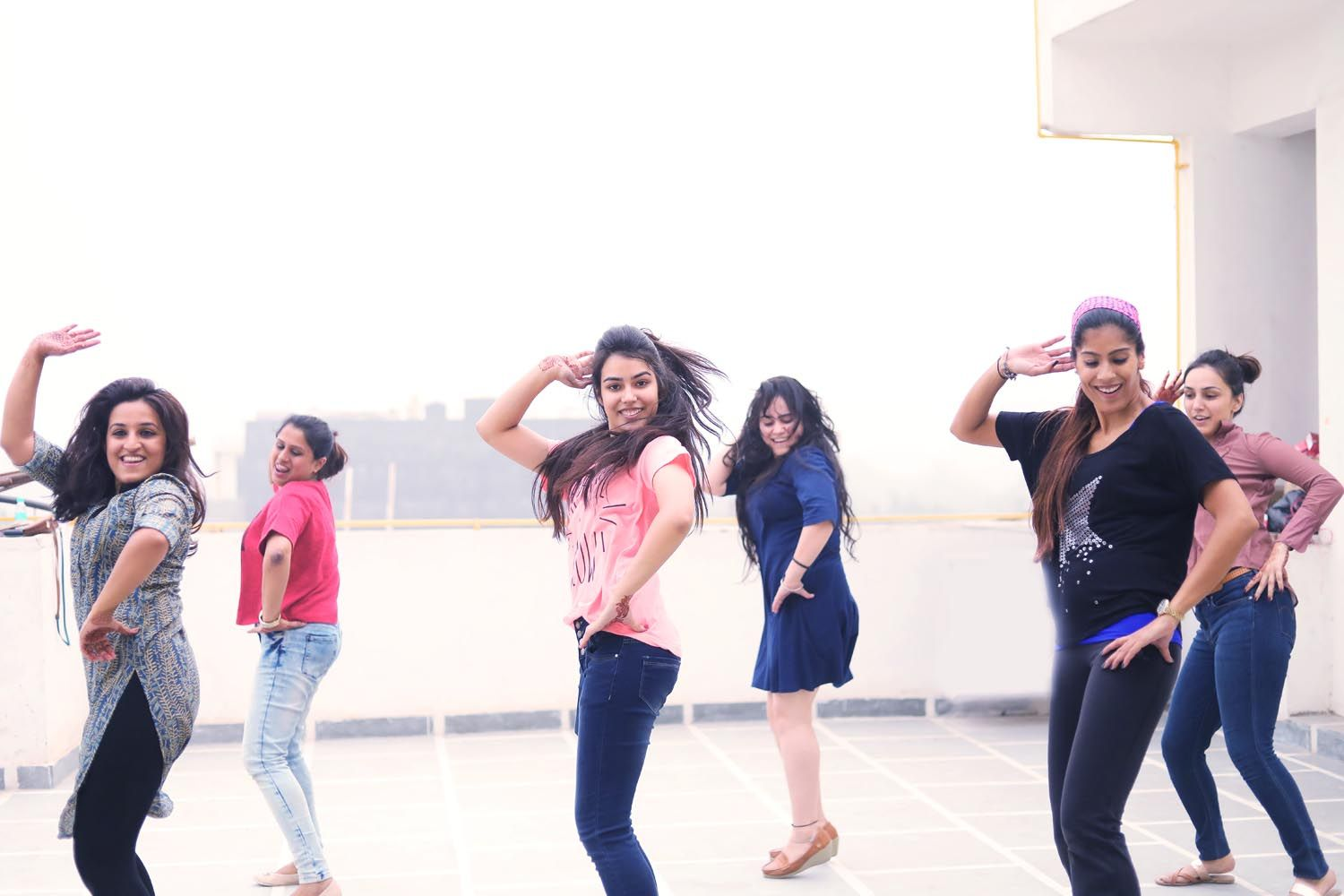 Book Online Salsa dance classes in Noida